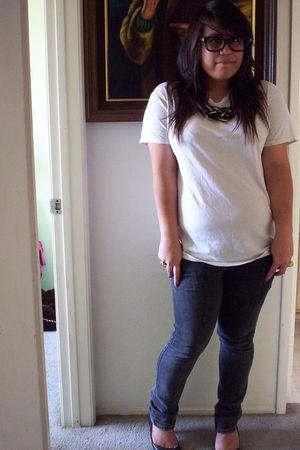 black love diva necklace - white shirt - blue Bullhead jeans