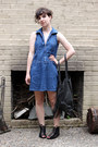 Blue-goodwill-dress-black-prune-bag-black-mia-sandals