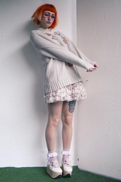 white Bodyline shorts - off white Bodyline shoes - off white vintage sweater