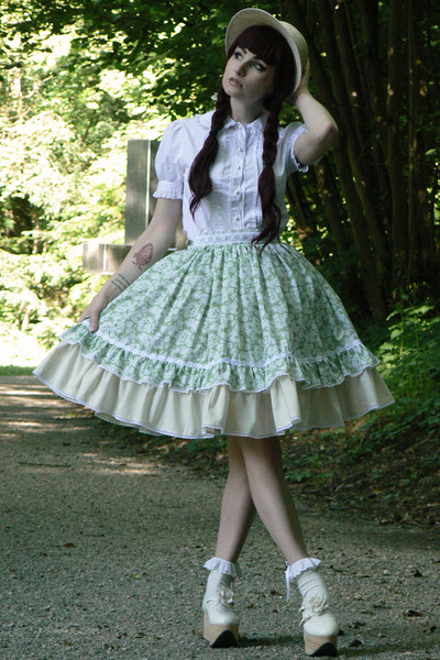 aquamarine handmade RABBIT HEART shop skirt - off white Bodyline shoes