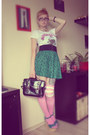 Black-new-yorker-bag-white-new-yorker-shirt-green-new-yorker-skirt