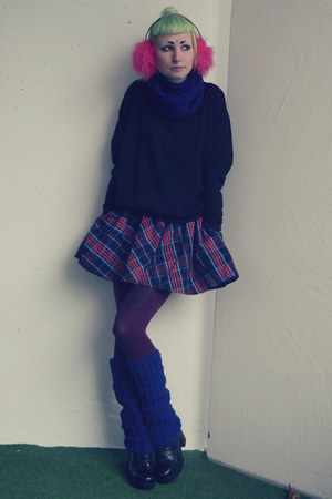 navy H&amp;M skirt - black vagabond shoes - blue self-made scarf