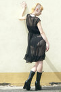 Black-vintage-dress-black-lack-shoes-bodyline-heels