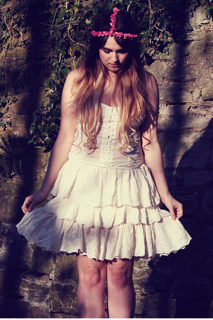 cream lace dress Zara dress - hot pink Roses and Clementines hair accessory