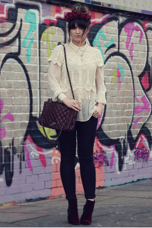 cream lace crop vintage top - crimson velvet Burtie boots