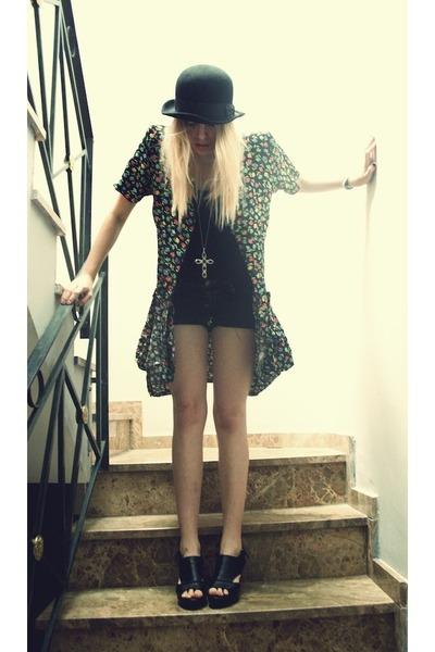 Zara t-shirt - flea market hat - Primark shorts - Ulanka heels