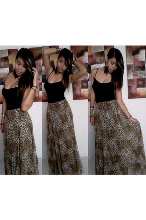 light brown maxi skirt bardot skirt - black supre top - black Lovisa earrings