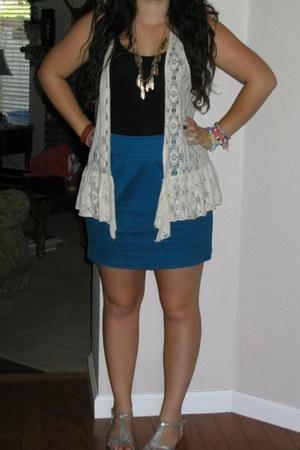 turquoise blue Kimchi Blue skirt - black rib knit Old Navy top - off white ruffl