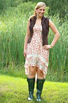 brown Walmart vest - army green rain boots Joules boots