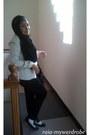 White-minimal-blazer-black-unbranded-scarf-black-hana-bag