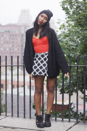 black thomb Jeffrey Campbell boots - black beanie hat - black Forever 21 skirt