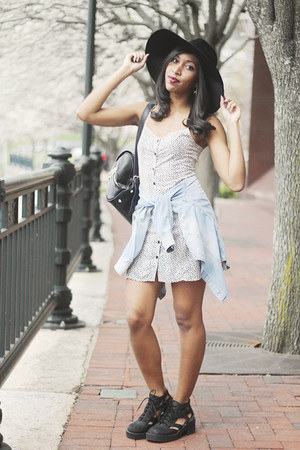 white short dress c-o H&M dress - black thomb cut-out Jeffrey Campbell boots