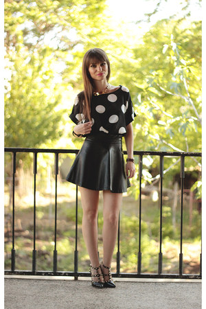 black OASAP blouse - black Martofchina sandals - black faux leather romwe skirt