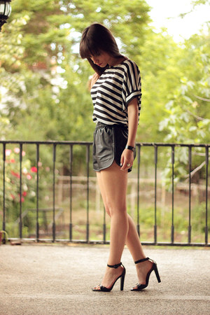black leather sammydress shorts - white stripes OASAP top
