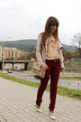Crimson-stradivarius-jeans-eggshell-oasap-shirt-beige-guess-bag