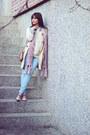 Light-blue-denim-oasap-jeans-cream-knitted-oasap-sweater-cream-guess-bag