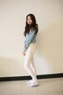 Denim-levis-top-white-levis-pants-white-lacoste-sneakers