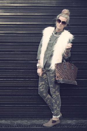 camo internacional jeans - studded Bertie boots - Glamorous shirt