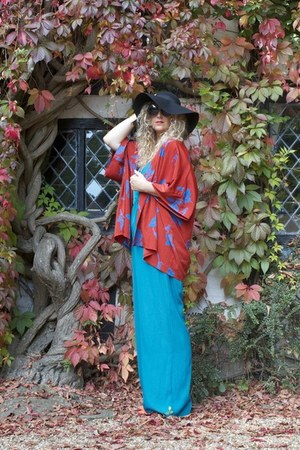 black floppy hat Primark hat - burnt orange kimono In Love with Fashion jacket