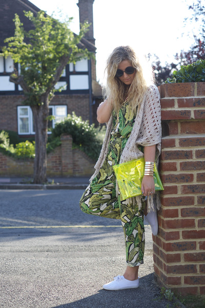 yellow neon clutch Bershka bag - black OASAP sunglasses - white Primark sneakers