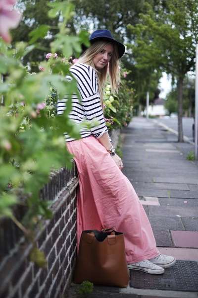 pink maxi H&M skirt - navy fedora TK Maxx hat - camel zara bucket Ebay bag