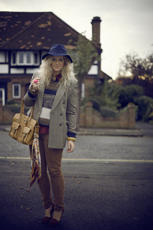 navy fedora TK Maxx hat - brown vintage blazer - camel Market bag