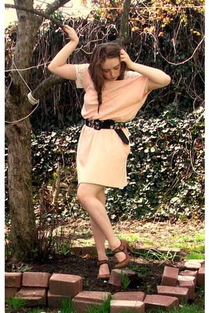 peach dress - black belt - brown Steve Madden heels