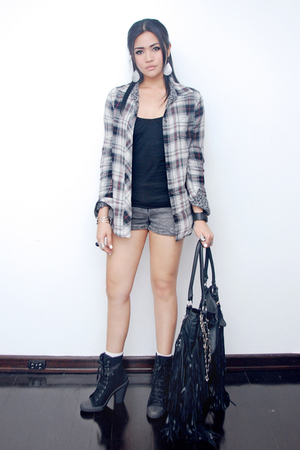 black Topshop accessories - gray Zara top - gray Zara shorts - black Topshop boo