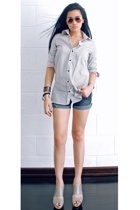 blue denim cutoffs Bubblegum shorts - gray Charles and Keith shoes