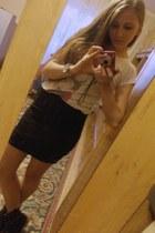 black Amisu skirt - black spikes boots - off white t-shirt - watch