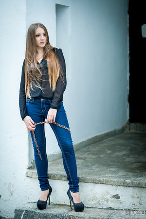 black Bershka shirt - skinny jeans H&M jeans - necklace