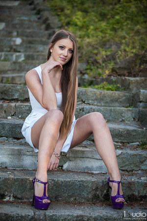 off white dress - deep purple sandals - Victorias Secret bracelet