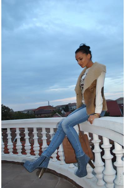 BBup boots - Terranova blouse - Takko vest
