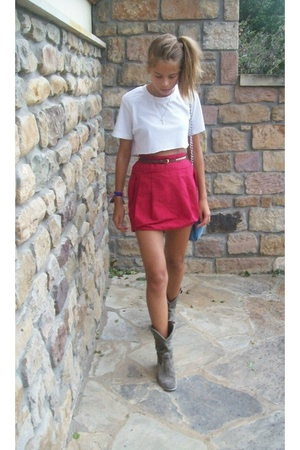 t-shirt - skirt - purse - shoes