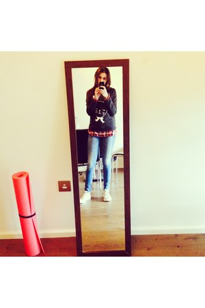 Topshop sweatshirt - Converse shoes - Guess jeans - Tommy Hilfiger shirt