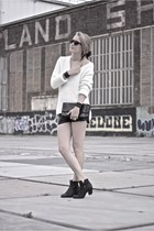 ivory Zara sweater - black vintage shorts