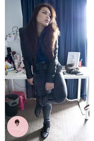 black jacket - blue shirt