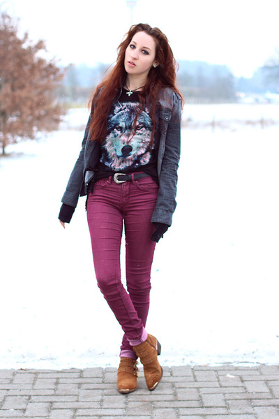 black Forever 21 t-shirt - brown Catwalk boots - maroon H&M jeans