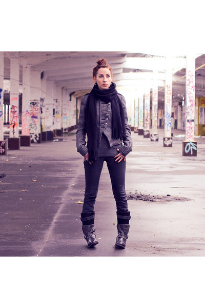 heather gray H&M shirt - black Bugatti boots - dark gray Only jeans