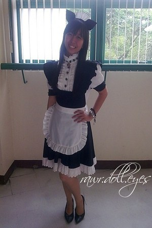 black leather Mendrez shoes - maid-cosplay dress - white headband accessories