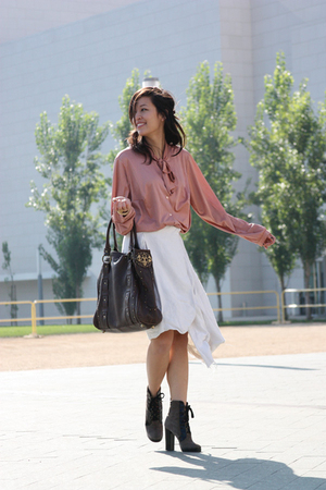 pink vintage blouse - beige jasmin shokrian skirt - brown Betsey Johnson purse -