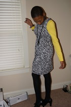 Ross dress - yellow JC Penny t-shirt - black Nine West heels