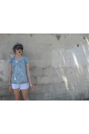 lux uo top - vintage shorts - vintage hat - Old Navy shoes