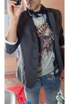 H&M jacket - Alexander McQueen t-shirt - Alexander McQueen scarf - KVA jeans