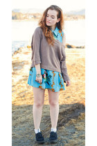 two finger GINA TRICOT ring - blue baroque romwe dress - brown JC sweater