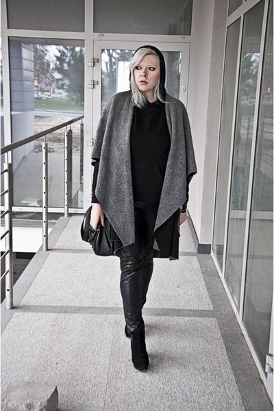 black deezee boots - black maniaszycia coat - black second hand blouse