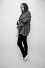 Gray-second-hand-coat-black-zara-blouse