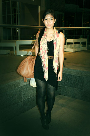 pull&bear boots - Forever 21 scarf - Aldo bag - diva necklace - Bershka belt