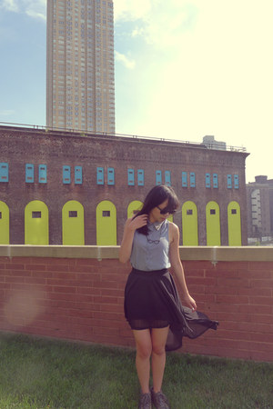 Urban Outfitters shirt - Ray Ban sunglasses - H&M skirt