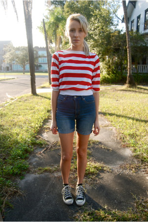 denim cutoff Cheap Monday shorts - striped vintage top - Chuck Taylor sneakers